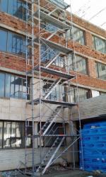 Стълба от фасадно рамково скеле