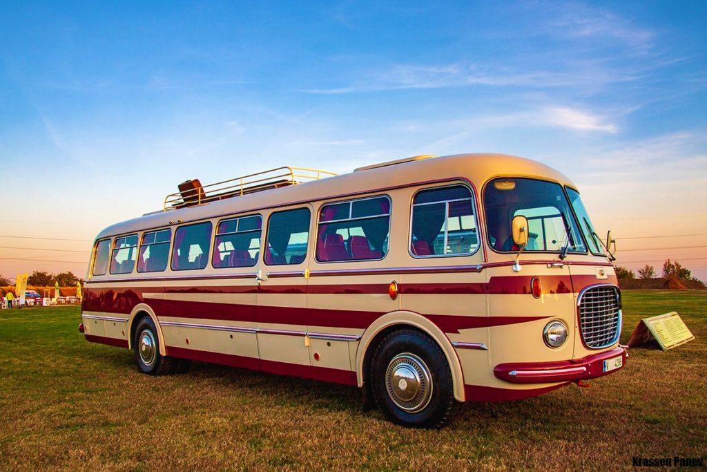 Стройрент на първия събор за ретро автобуси у нас