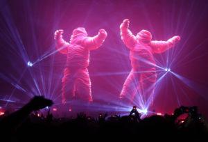 Сцена от Стройрент за супершоуто на The Chemical Brothers в Арена Армеец