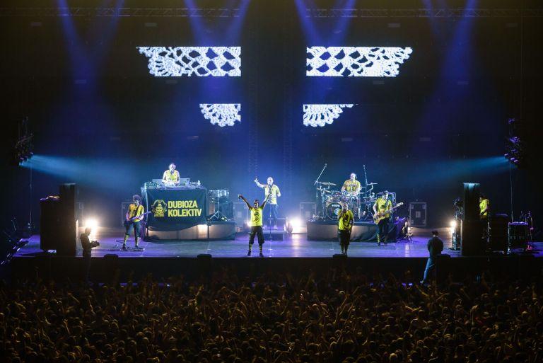 Сцена за концерта на Dubioza Kolektiv в Арена Армеец